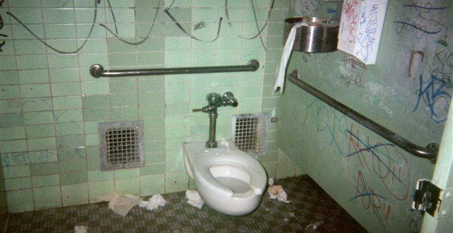 Άθλιες συνθήκες στις σχολικές τουαλέτες- Αγώνα κάνουν οι δάσκαλοι για την επίλυση του ζητήματος