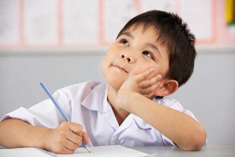 """""""Μαμά δεν μπορώ να το κάνω"""": Πως θα κάνουμε τα παιδιά """"να μπορούν"""" στο σχολείο"""