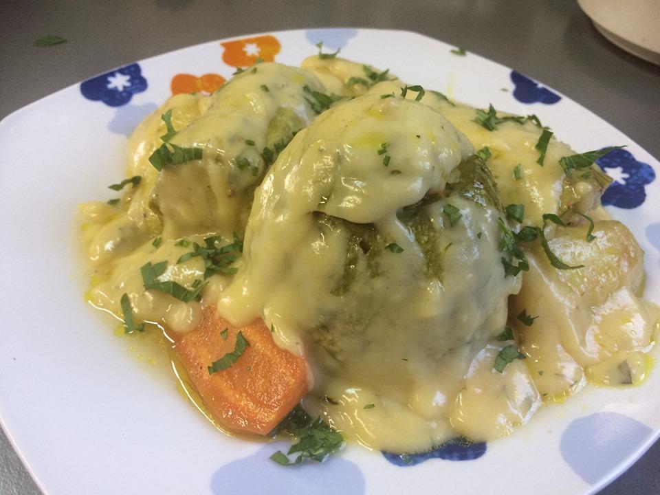 Κολοκυθάκια γεμιστά με κιμά και κρέμα αυγολέμονο στο φούρνο