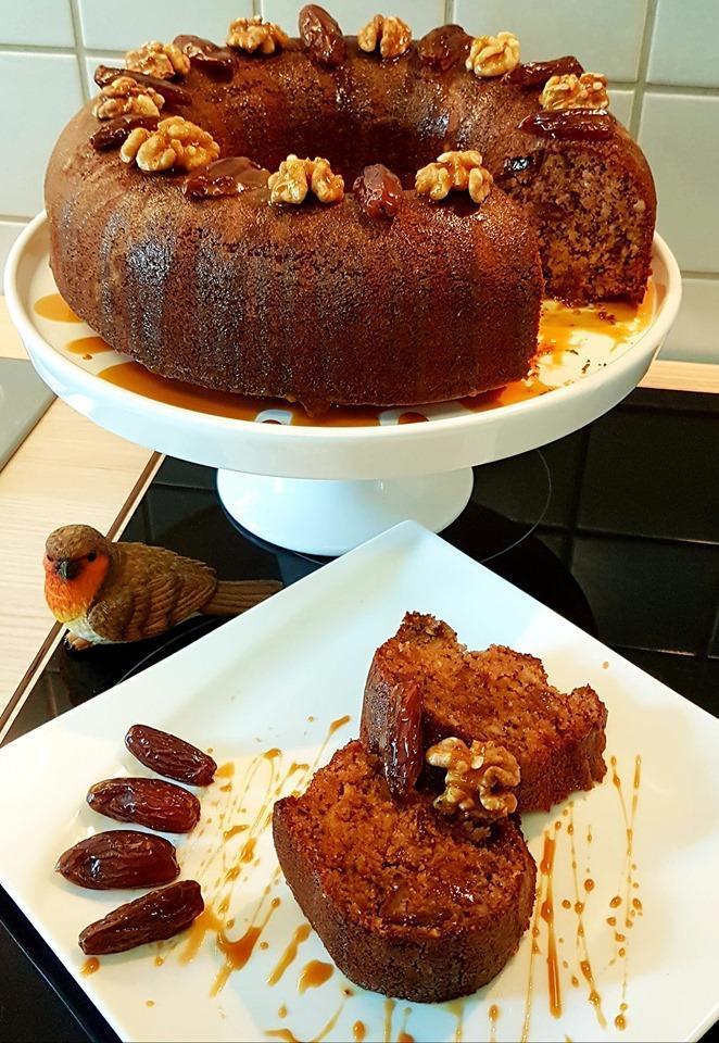 Θρεπτικό και πεντανόστιμο κέικ με χουρμάδες και καρύδια