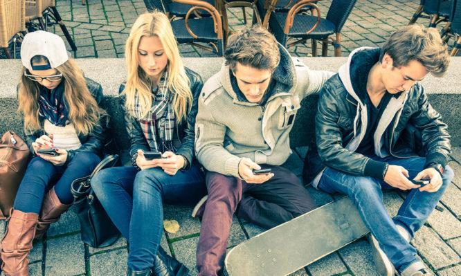 Ανατροπή σε όσα ξέραμε,για τα κινητά τηλέφωνα στους έφηβους! ΔΕΝ προκαλούν ψυχικά προβλήματα
