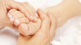 Νιώθετε τα πόδια σας να καίνε; Δείτε ποια νοσήματα μπορεί να κρύβονται!