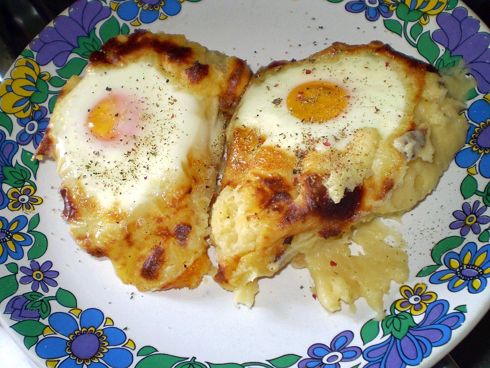 """Πούρες πατάτας με αυγά """"μάτια"""" στο φούρνο"""