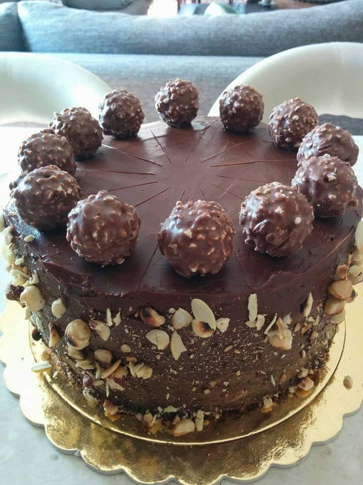 Λαχταριστή τούρτα Ferrero Rocher για κέρασμα ή γενέθλια!