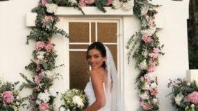 Σε αυτό τον γάμο νύφη, κουμπάρα, καλεσμένες φορούσαν όλες Celia Kritharioti -Ρομαντική Χρουσαλά, εκπληκτική Οικονομάκου (εικόνες)