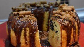 Κέικ βανίλιας με μπισκότα OREO και γλάσσο με πουράκια