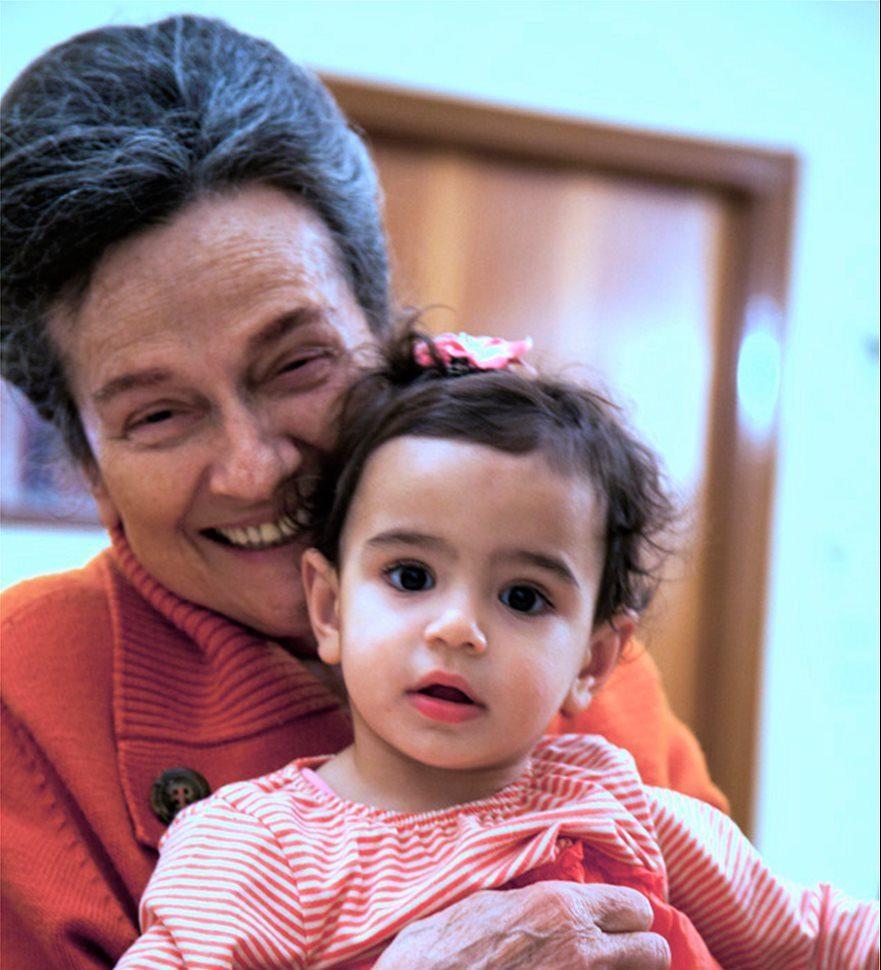 """Σταυρούλα Πελέκη: Η γυναίκα  με τις """"540 κόρες"""" που αφιέρωσε τη ζωή της στα ορφανά"""