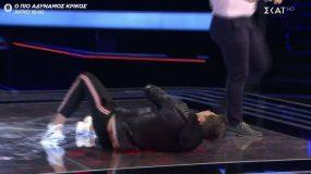 "The Voice: Ο Ρουβάς ""έφαγε"" μπουνιά από διαγωνιζόμενο και έπεσε στα πατώματα! Τι συνέβη; (βίντεο)"