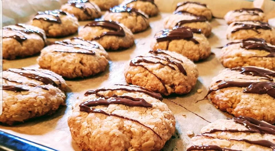 Θρεπτικά μπισκότα βρώμης με καρύδια και μέλι για ενέργεια!
