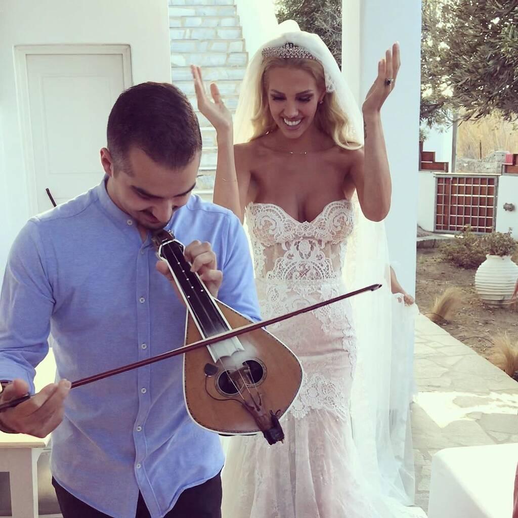 Η Σάσα Μπάστα ντύθηκε νύφη και μας αφήνει με το στόμα ανοιχτό!