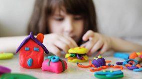 Αποσύρονται από την αγορά παιχνίδια και παιδικά ρούχα – Σοβαροί οι κίνδυνοι για τα παιδιά