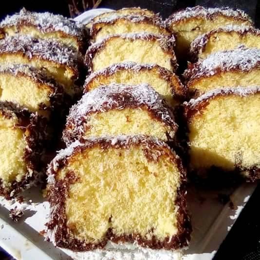 Αφράτο κέικ με επικάλυψη σοκολάτας και καρύδα!