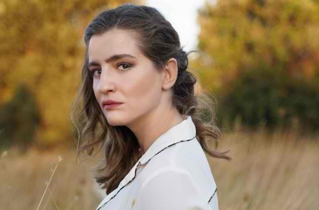 Συγκλονίζει η Μαρία Κίτσου με την εξομολόγησή της : Τη μέρα της πρώτης πρεμιέρας μου, είχα κηδέψει τον πατέρα μου
