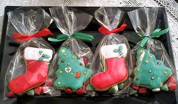 Μπισκότα σε χριστουγεννιάτικα σχέδια για δώρο ή κέρασμα