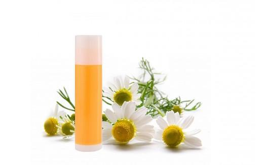 Ταλαιπωρημένα και σκασμένα χείλη; Φτιάχνουμε το πιο αποτελεσματικό βάλσαμο χειλιών με υπέροχο άρωμα!