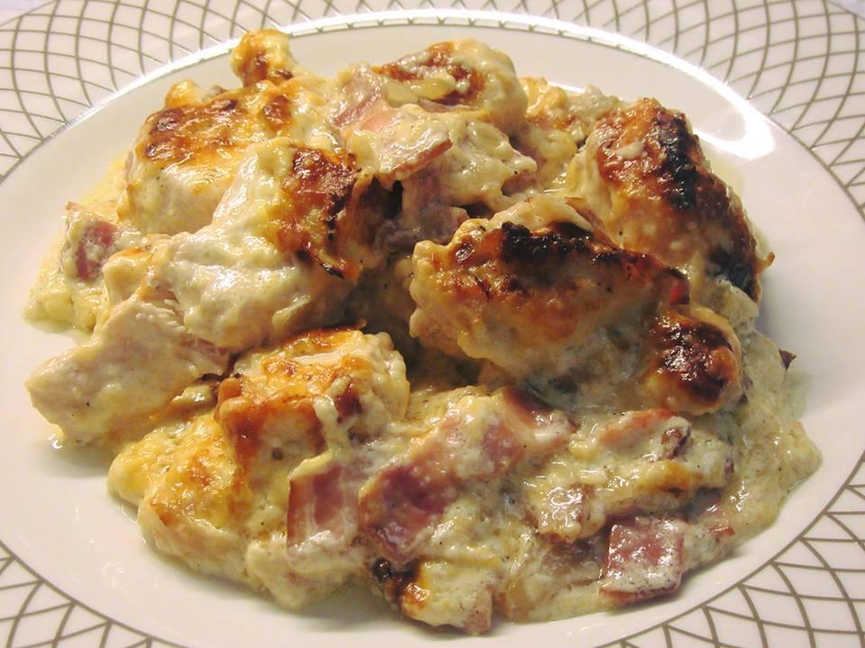 Φιλέτο κοτόπουλο στο φούρνο με μπέικον και κρέμα γάλακτος!