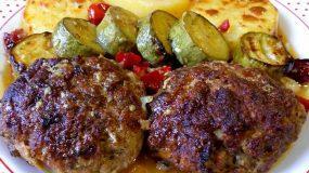 Το αγαπημένο οικογενειακό φαγητό- Μπιφτέκια με πατάτες και ντοματίνια