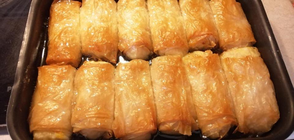 Γαλακτομπούρεκο σε ατομικά ρολάκια με κρόκο Κοζάνης
