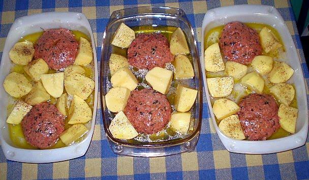 Μπιφτέκια με πατάτες στο φούρνο!