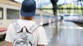 """Όταν το παιδί το """"σκάει"""" από το σπίτι- Γιατί συμβαίνει αυτό και πως το αντιμετωπίζουν οι γονείς;"""