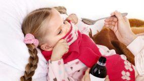 5 συχνές ερωτήσεις στη χορήγηση φαρμάκων για βήχα και κρυολόγημα στα παιδιά