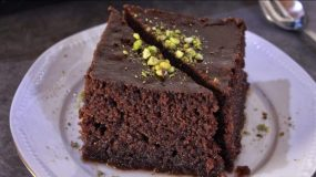 Σιροπιαστό Γλυκό Ταψιού Σοκολάτας - Ρεβανί - Sweet Chocolate Semolina Cake