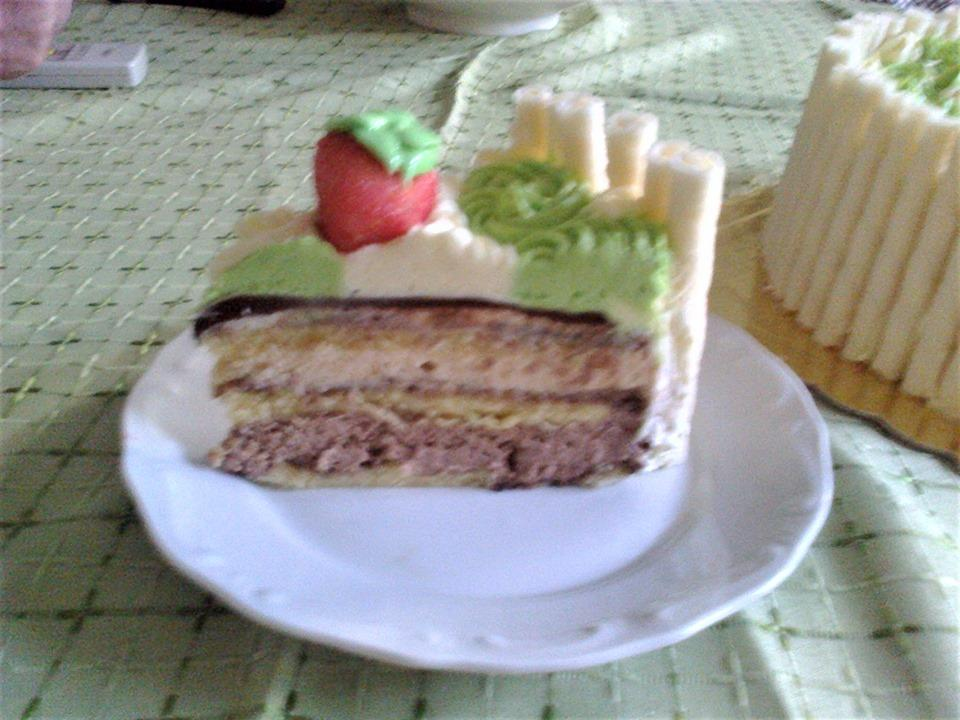 Ανάμεικτη τούρτα με boueno και καραμέλα σκέτη απόλαυση!
