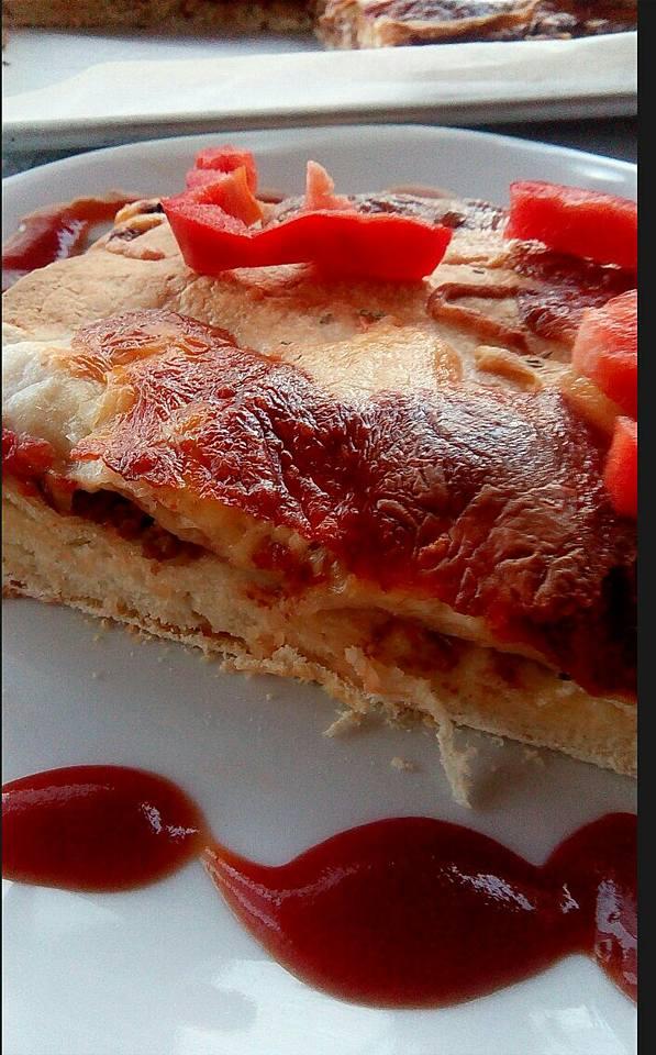 Σπιτική πίτσα με κιμά και τορτίγιες- Double pizza with meat