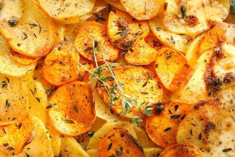 Η πρωτότυπη συνταγή της ημέρας- Πατάτες με σάλτσα από σκόρδο και μαϊντανό