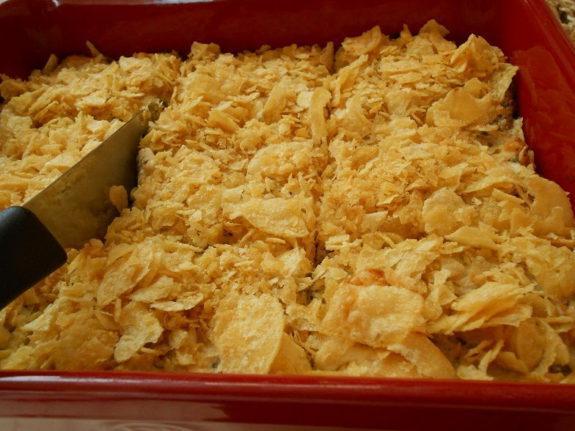 Πρωτότυπη πίτα με κολοκύθι φρέσκα κρεμμυδάκια και πατατάκια που σας περίσσεψαν!!!Pie with chips that were left!
