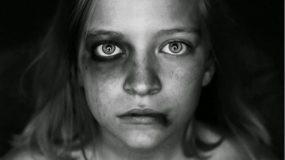 """""""Τα χέρια του με σφίγγουν και σημαδεύουν τη ζωή μου"""" Η συγκλονιστική εξομολόγηση ενός kακοποιημένου kοριτσιού και το μήνυμα σε όλες τις μητέρες"""