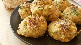 Τυροκροκέτες στο φούρνο με μπαγιάτικο ψωμί-Baked cheese croquettes with stale bread