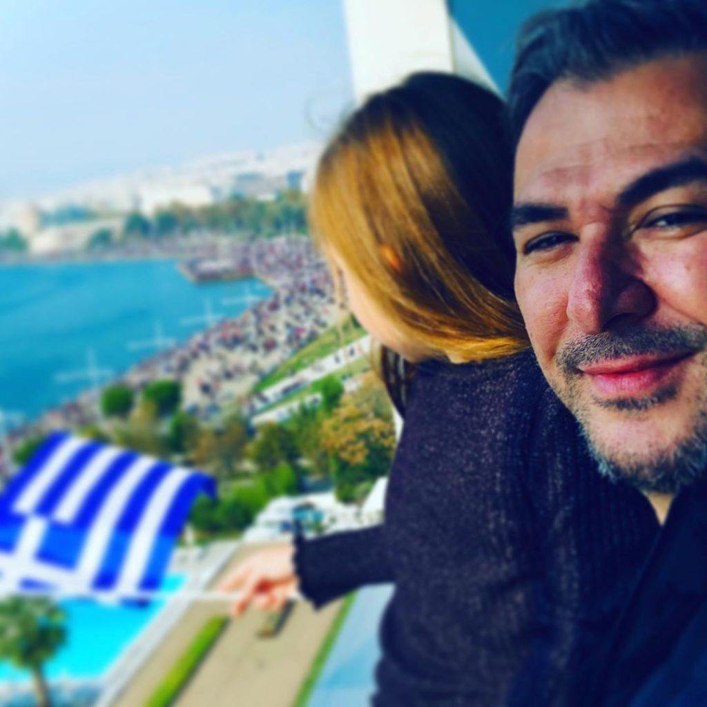 Η τρυφερή φωτογραφία του Αντώνη Ρέμου με την κόρη του στην παρέλαση της Θεσσαλονίκης [εικόνα]
