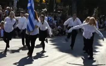 """Η """"διαφορετική"""" παρέλαση που προκάλεσε την οργή του Βούρου- Τι απάντησαν οι κοπέλες;"""