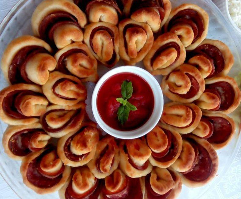 Μαργαρίτα σαν πίτσα με διάφορα αλλαντικά και τυριά!