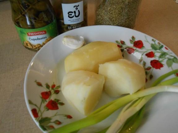 Συνταγή για καππαροσαλάτα με σκόρδο, πατάτες και ελιές