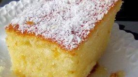 Αφράτο κέικ καρύδας σιροπιαστο!