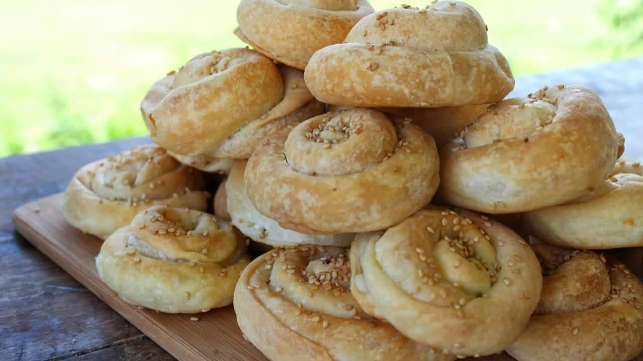 Εύκολα στριφτά τυροπιτάκια - Mini greek feta pies