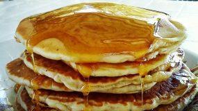 Pancakes χωρίς αυγά με φρούτα ιδανικά για παιδιά!