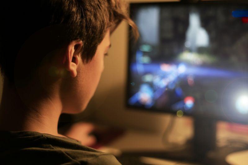 Το πρώτο παιδί που διαγνώστηκε με εξάρτηση στο Διαδίκτυο- Έτσι ο εθισμός στο διαδίκτυο αναγνωρίστηκε ως ασθένεια