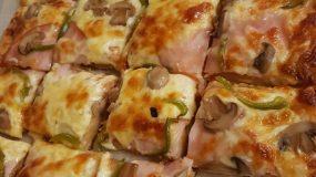 Πίτσα σπέσιαλ με σπιτική ζύμη για όλη την οικογένεια
