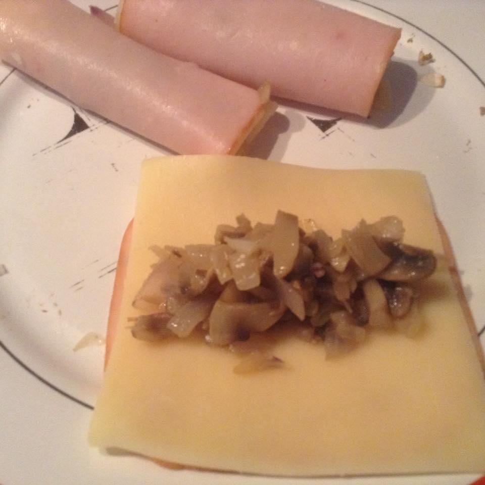 Ρολάκια πανέ με ζαμπόν, τυρί και μανιτάρια! Τέλειο ορεκτικό για όλες τις ώρες
