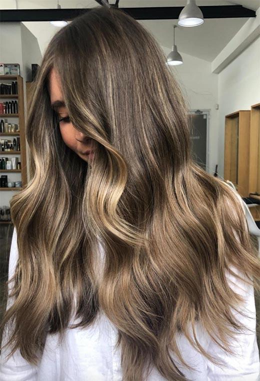 Ανανεώστε το στυλ σας με υπέροχα κουρέματα, χτενίσματα και χρώματα για μακριά μαλλιά!