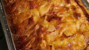 Εύκολη μηλόπιτα καραμελωμένη με κομματάκια μήλου