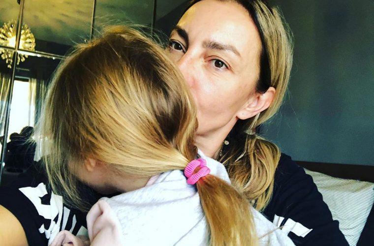 Ρούλα Ρέβη – Aποστόλης Τότσικας: Η φωτογραφία της κόρης τους που θα σε κάνει να… λιώσεις! Τι κάνει κάθε πρωί; (εικόνα)