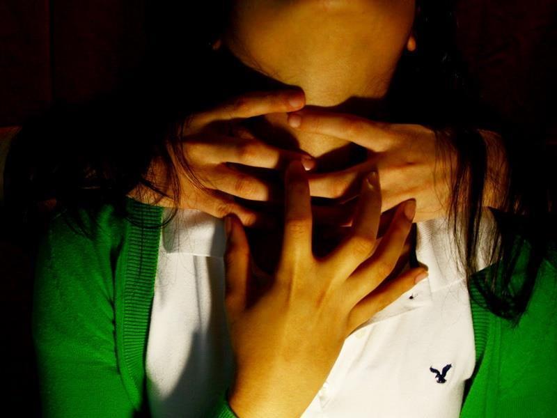 """""""Το παιχνίδι του πνιγμού"""" Η επικίνδυνη τάση αυξάνεται στα σχολεία! Βίντεο μαθήτριας στο Λουτράκι που χάνει τις αισθήσεις της!"""