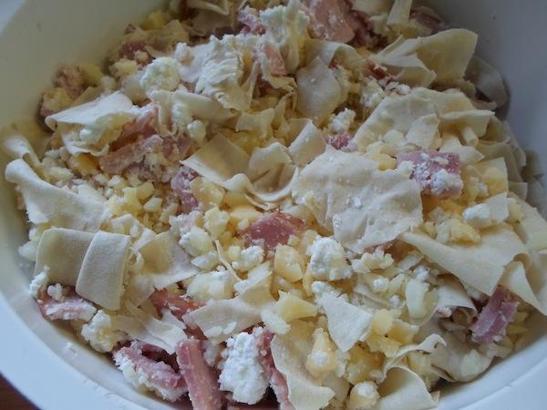 Ζαμπονοτυρόπιτα με διάφορα τυριά, φύλλο κρούστας και σουσάμι!