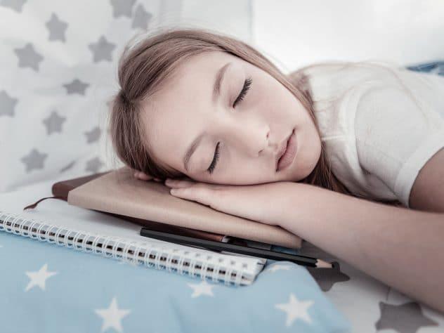 Napping: Πόσο βοηθάει ο σύντομος ύπνος στον οργανισμό μας;