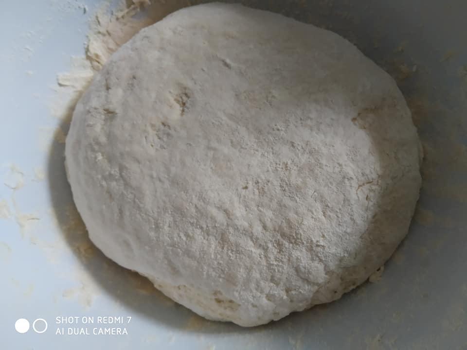 Συνταγή για σπιτικό ζυμωτό ψωμί με σουσάμι