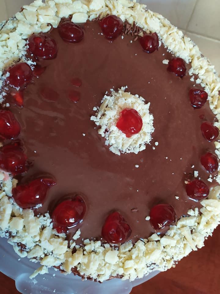 Τούρτα ανάμεικτη με παντεσπάνι και γκανάζ σοκολάτας για γενέθλια και γιορτές!